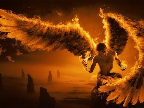 Ангел с огненными крыльями. Ангел с огненными крыльями плюется огнем.