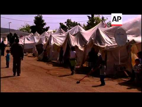 Idlib refugees tell of violence, while some head back to bury dead