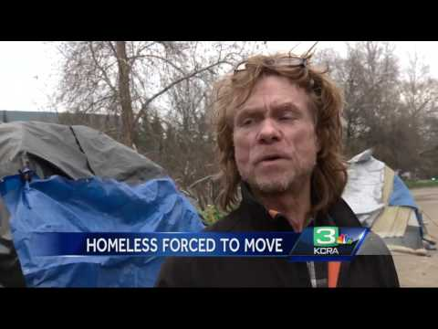 Flooding forces Sacramento homeless onto levee