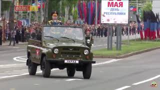 Оплот ТВ Парад на 9 мая в Украине (Донецк) Собака преследовала машину весь парад и лаяла войскам