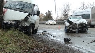 ДТП с маршруткой на «восьмерке»: пассажир пробил головой стекло