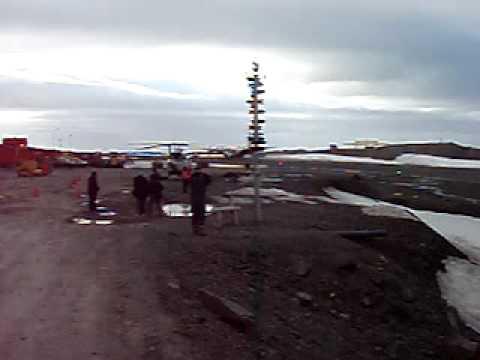 C130 Hurcules lands in Antarctica