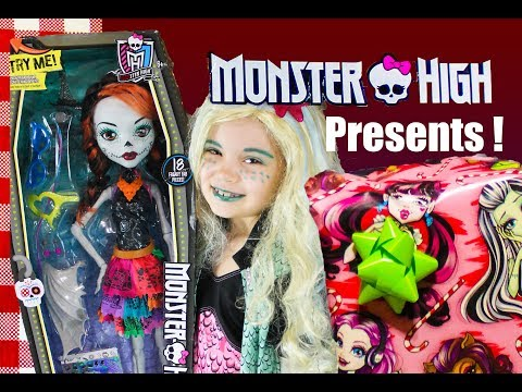 Giant Monster High Toy Haul Surprise Presents Dolls , Musical Jewelry Box Ear Rings + MORE