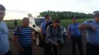 В Сети появилось видео драки в Новохоперском районе, снятое сотрудником ЧОП «Патруль»(На записи отчетливо видно, как агрессивных антиникелевцев пытаются урезонить полиция и охранники, но те..., 2013-05-15T11:01:18.000Z)