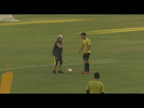 Maradona debuta como entrenador de los Dorados de Sinaloa