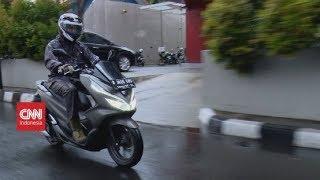 Tips Bersepeda Motor Saat Hujan