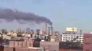 9.11テロ 2機目突入(?)の瞬間 アマチュアカメラマン撮影 thumbnail