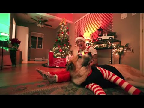 Смотреть клип Anna Clendening - It Ain'T Christmas