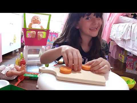 Download Alyssa cucina cibo finto (video pazzerello fatto da lei!)