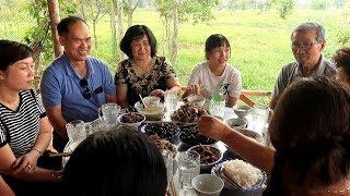 Đón tiếp gia đình chị Dương đến thăm với các món cây nhà lá vườn | Thôn Nữ Miền Tây Tập 57
