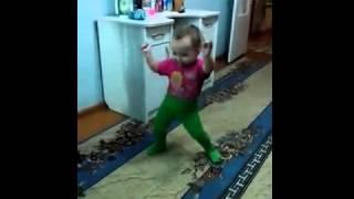Танцующая девочка из Башкирии покорила интернет