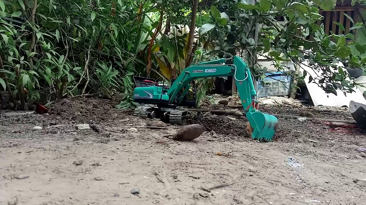 Rc Hydraulic Excavator Kobelco Sk200 Test Dig From Customor Youtube