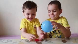 Kids play funny vidéo. Kids boys