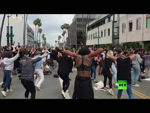 بيفرلي هيلز.. فنانون وممثلون ينضمون للتظاهر ضد العنصرية على طريقتهم  - نشر قبل 4 ساعة