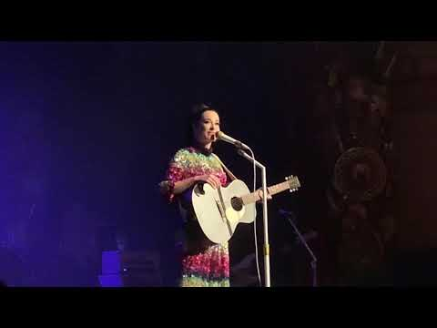"""Kacey Musgraves, """"Butterflies,"""" Live at The Beacon Theatre, 25 Jan 2019"""