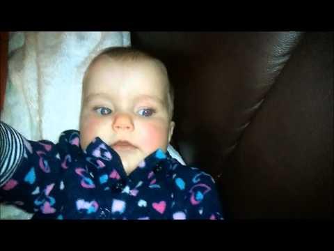 Baby erschreckt sich beim niesen webcam