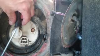 Замена топливного насоса на Toyota Bb NCP31 2000гв