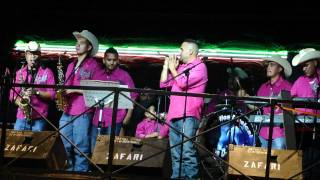 Lobillos Musical De durango - La Gaviota En El 2001 Rodeo Dallas Tx.