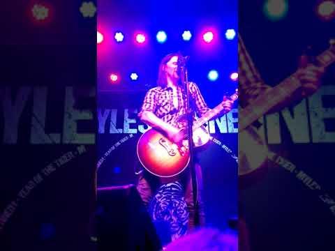 Myles Kennedy/ White Flag/ Dundee 5 25 2018