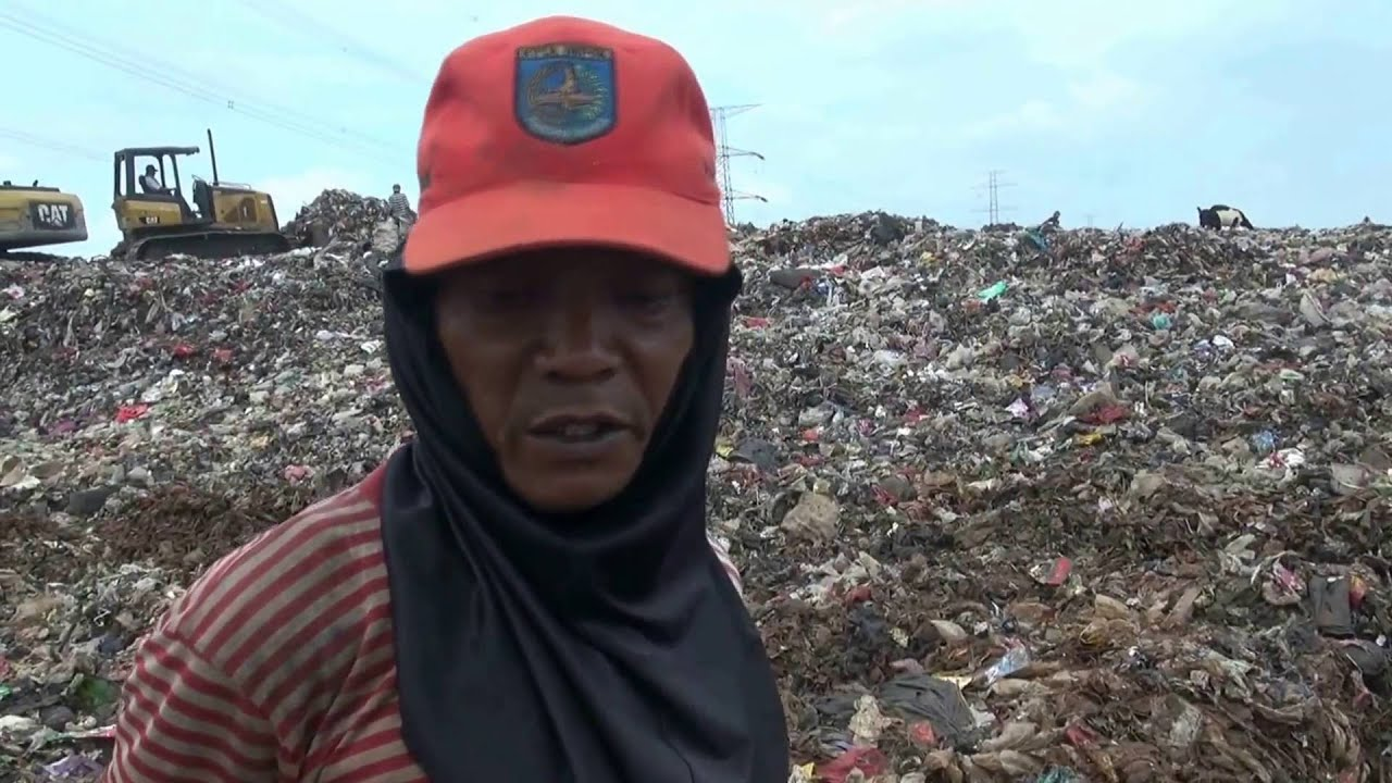 ack mamat earn a fortune in a very smelly pile of garbage ...