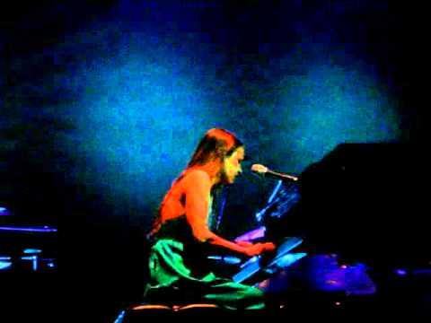 "Fiona Apple 10/april/2006  ""o sailor"""