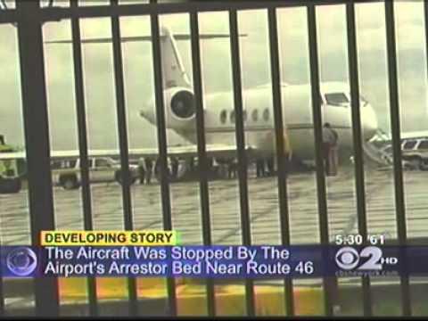 Plane overshoots runway at Teterboro, www.AirCrashObserver.com