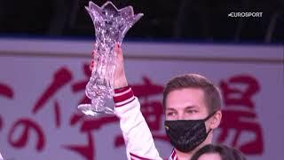 Награждение российских фигуристов на командном чемпионате мира с национальным флагом и гимном