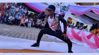 Let have fun my friends - Baber Ashai - Performing live at Washinton Hotel in GH ( Allay Dancer )