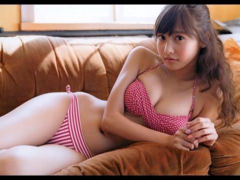 佐野ひなこ 完璧スタイルで水着は反則級ww(その2)