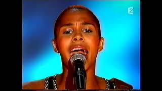 AYO - Help Is Coming ('Tenue de Soiree' French tv 2007)