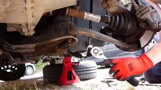 Comment changer une biellette de barre stabilisatrice sur Peugeot 206
