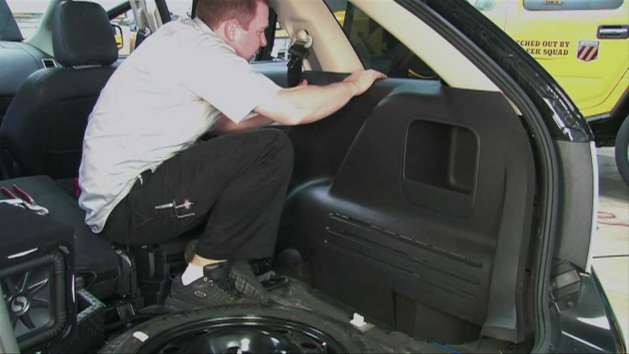 Installing an Amplifier & Subwoofer: Geek Squad Autotechs - YouTube