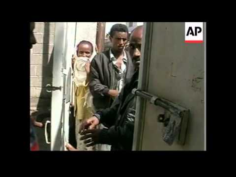 ERITREA: ASMARA: ETHIOPIANS QUEUE FOR DOCUMENTS TO GO HOME