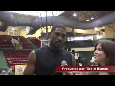 Leon Powe playing in Puerto Rico