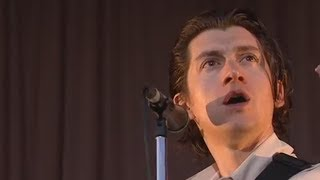 Alex Turner losing his train of thought for 13 MINUTES