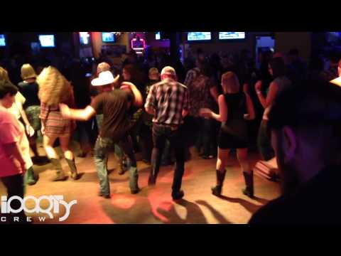 How Iowa Country Folks Dance to EDM at Beck's Sports Bar (Original Upload)