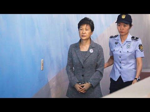 حكمٌ إضافي على رئيسة كوريا الجنوبية السابقة يرفع مدّة سجنها إلى 32 عاماً…  - نشر قبل 29 دقيقة
