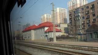 Budowy osiedli za oknem pociągu z Shenyang do Beijing