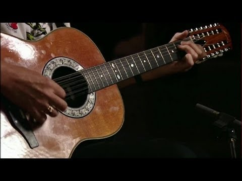 Queen - Brian May 12 string acoustic guitar performance ...