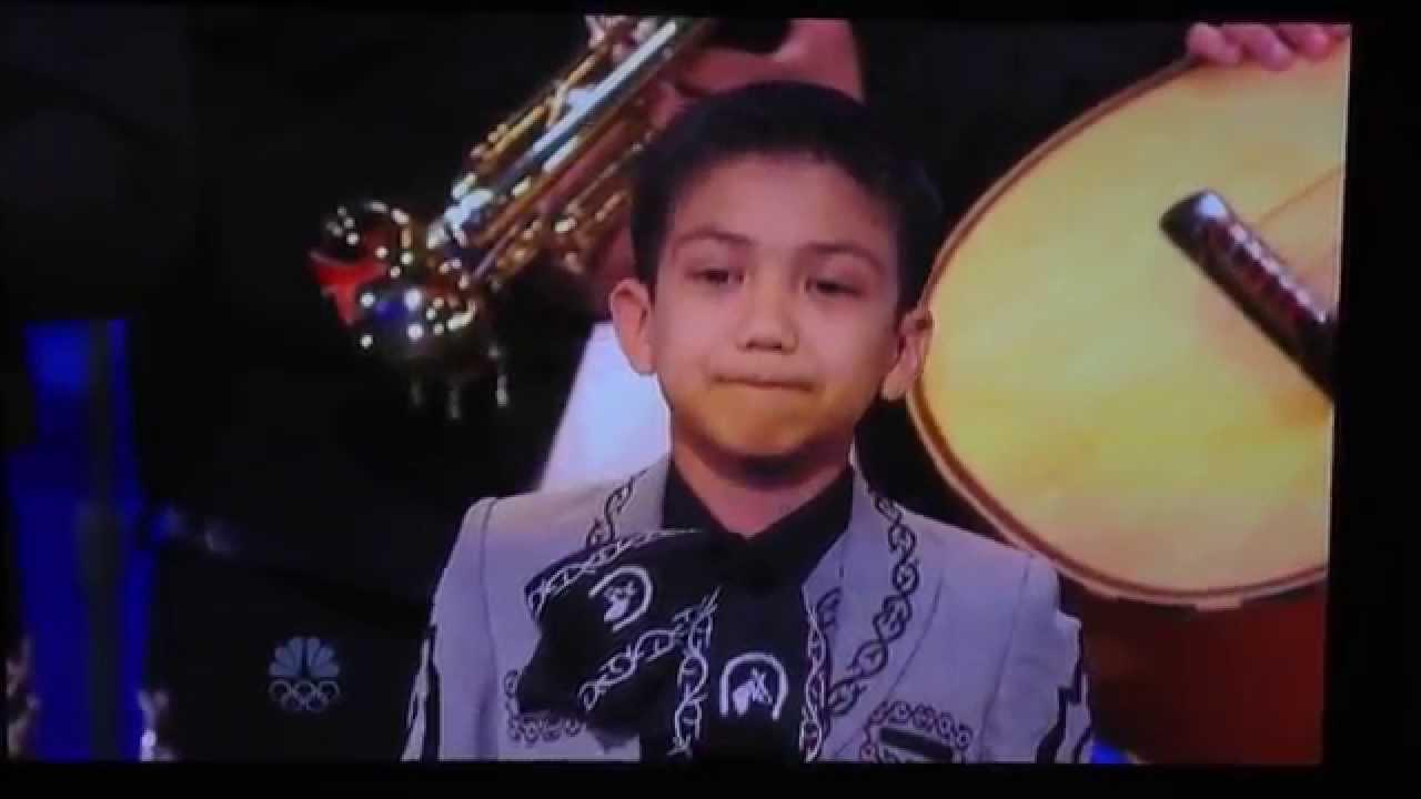Niño cantando en concurso con mariachi - YouTube Cantando