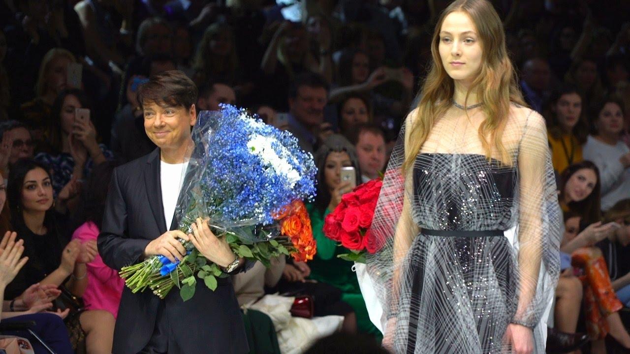 Валентин Юдашкин  показ на Неделе моды в Москве (новости) - YouTube 7318d843428