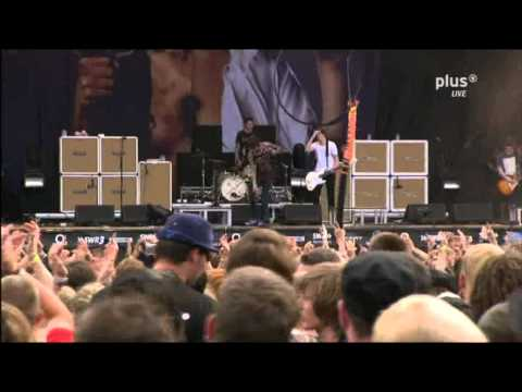 Bring Me The Horizon - Chelsea Smile (Jona climbs up stage ! Live @ RAR 2011)
