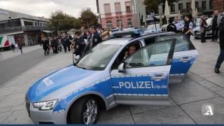 Mainz: Minister Roger Lewentz stellt neue Streifenwagen vor