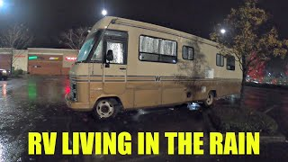 Boondocking In The Rąin || RV Living