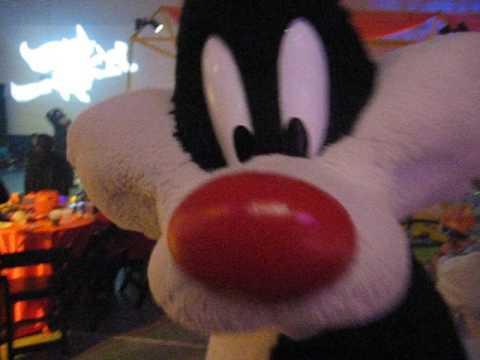 Sylvester The Cat, Bugs Bunny standing still, Tweety Bird at Dream Halloween Chicago (10.20.2007