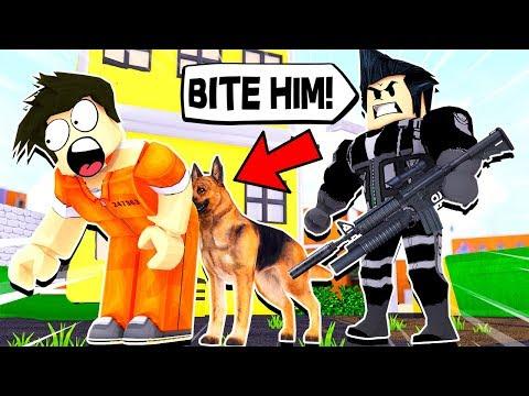 FUNNY POLICE DOG TRICKS IN ROBLOX...
