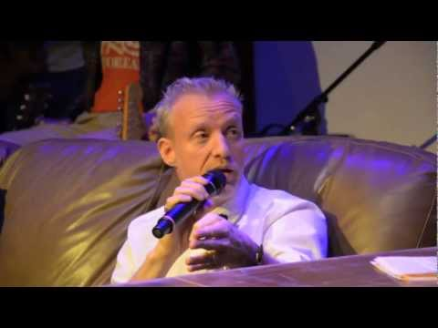 Interview with Chris Barron (Spin Doctors) Pt. 1 — Running Late with Scott Rogowsky