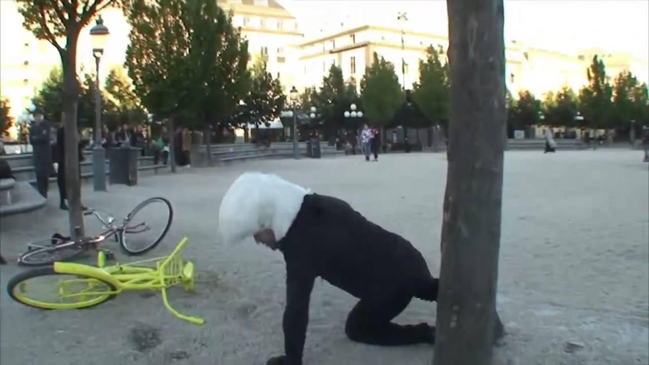 Велосипедисты получили шлем с подушкой безопасности - YouTube