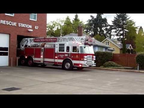 Truck 67 Responding Tualatin Valley Fire & Rescue (2009 Pierce Arrow XT 105' HD Ladder All Steer)