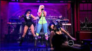 Nicki Minaj - Performing Right through me 2010